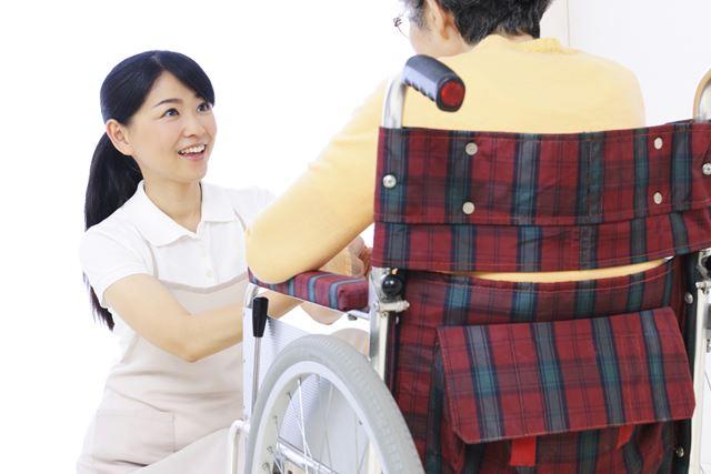 介護施設で働く介護職